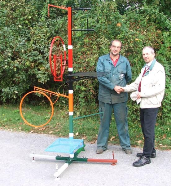 050929 BG Multigerät Herbert mit Erbauer Red.